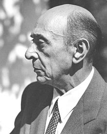 220px-Arnold_Schoenberg_la_1948