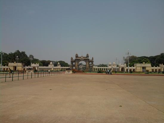mysore-maharajah-s-palace[1]