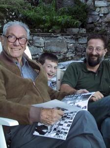 マライーニ(写真左)とその家族
