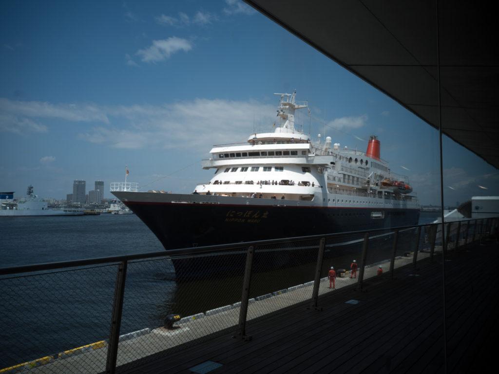 にっぽん丸の入港風景